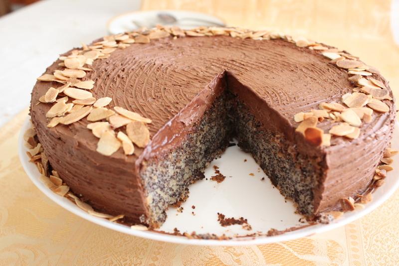 עוגת פרג עם קרם שוקולד