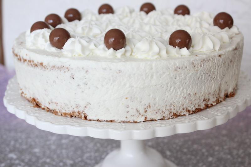 עוגת אגוזים שוקולד וקצפת לחג פסח