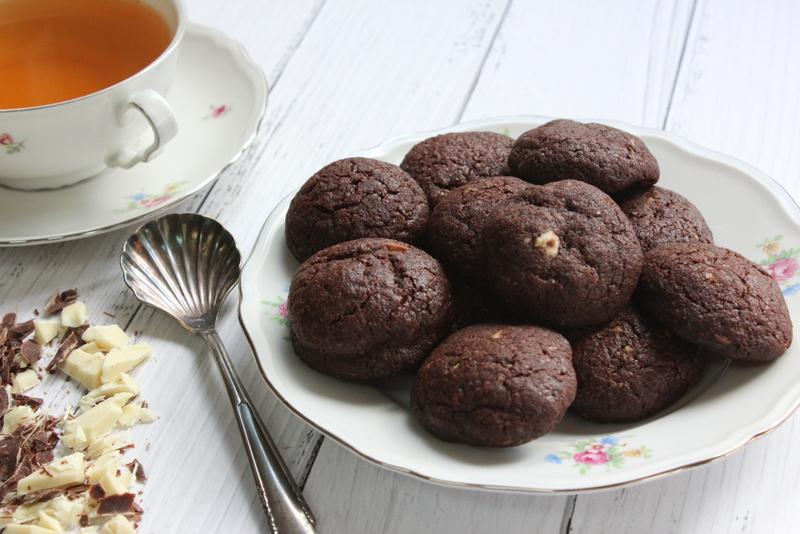 עוגיות קוקיס שוקולד לבן ומריר