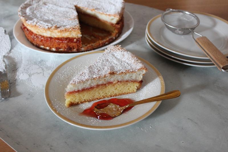עוגת שכבות וניל ריבה וקוקוס