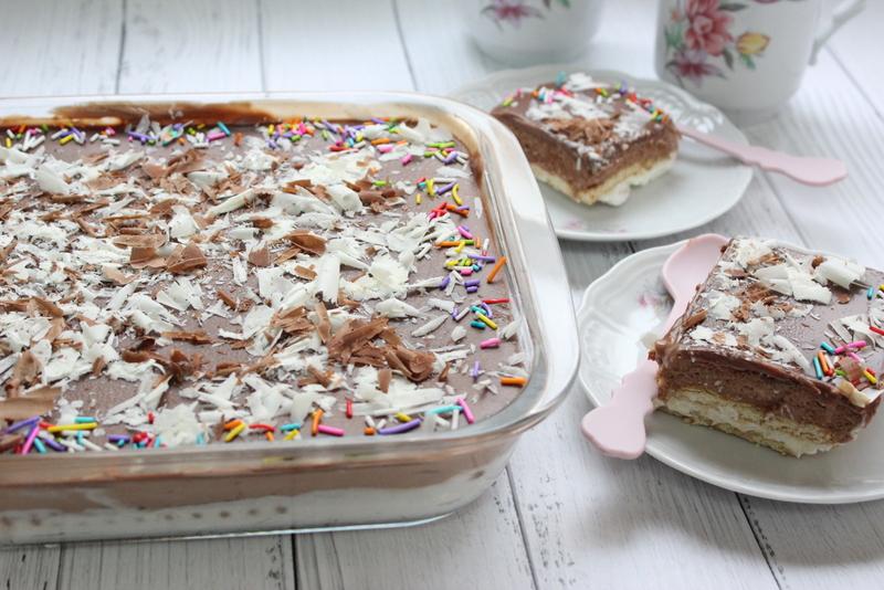 עוגת פתי בר קרם וניל ושוקולד בציפוי גנאש