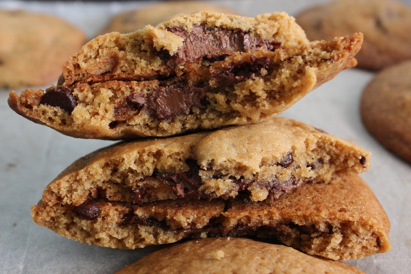 עוגיות שוקולד צ'יפס במילוי ממרח שוקולד