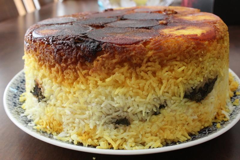 עוגת אורז פרסי עם תפוחי אדמה ושמיר