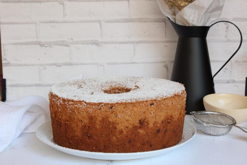 עוגת שיפון גבוהה עם אגוזים ושוקולד